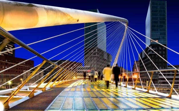 ponte-zubizuri cadono i passanti