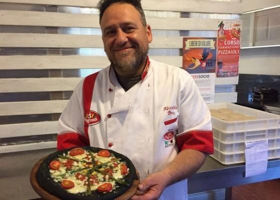 pizza con farina di grilli